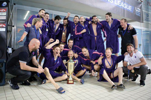 Lo Jug con la coppa di campione di Croazia 2016/17 (foto jug.hr)