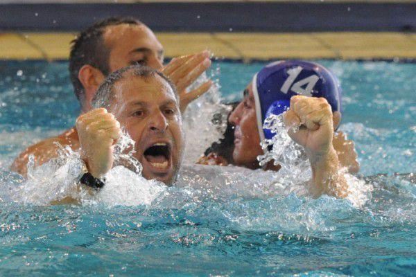 L'esultanza di Kostas Loudis, coach del Vouliagmeni