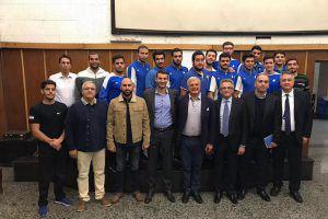 Ciric (il quarto nella fila in basso) insieme a Campagna, Barelli e ai tecnici iraniani